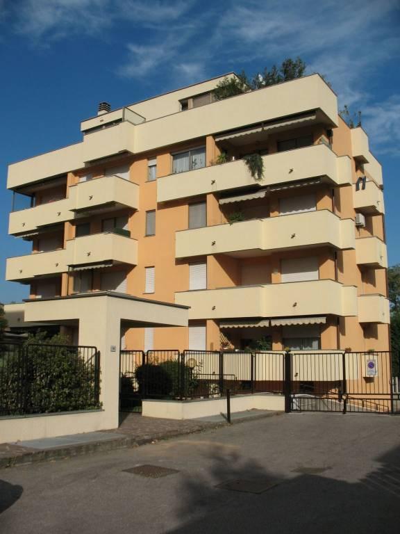Appartamento in ottime condizioni arredato in affitto Rif. 8327605