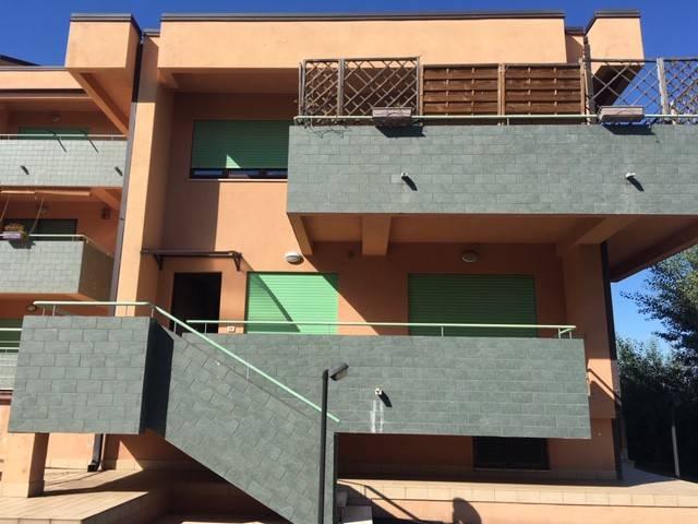 Appartamento in buone condizioni arredato in affitto Rif. 9151187