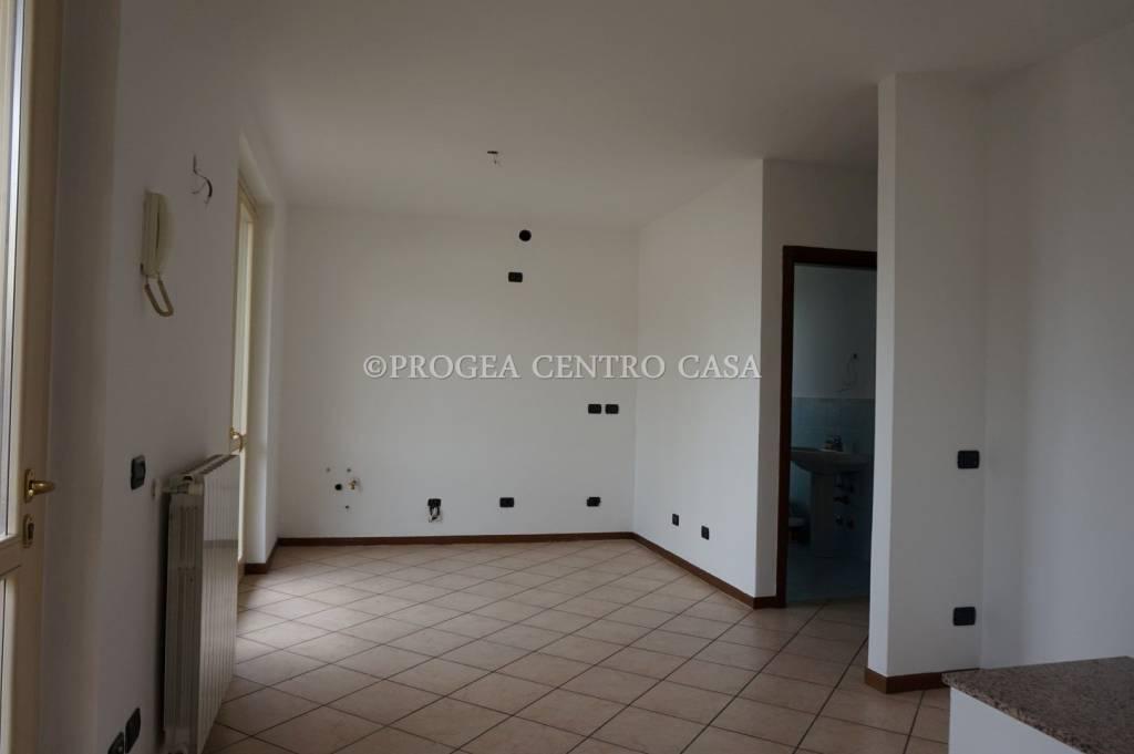 Appartamento in buone condizioni in affitto Rif. 8325062