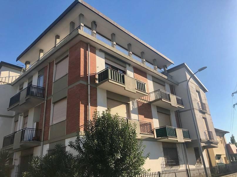 Appartamento da ristrutturare in vendita Rif. 8323929