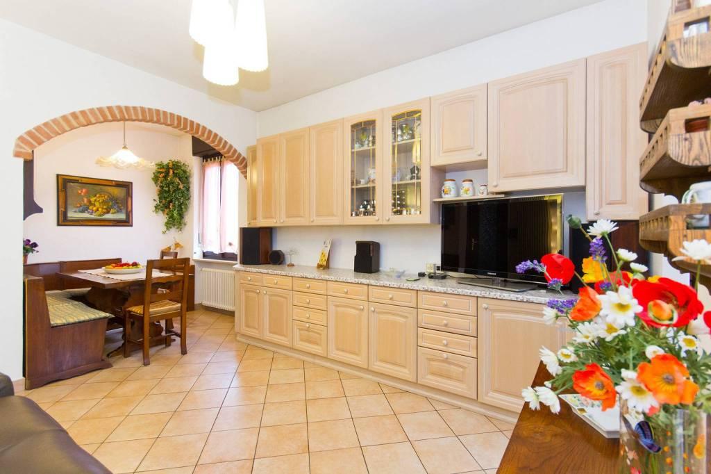 Appartamento in ottime condizioni in vendita Rif. 9000872