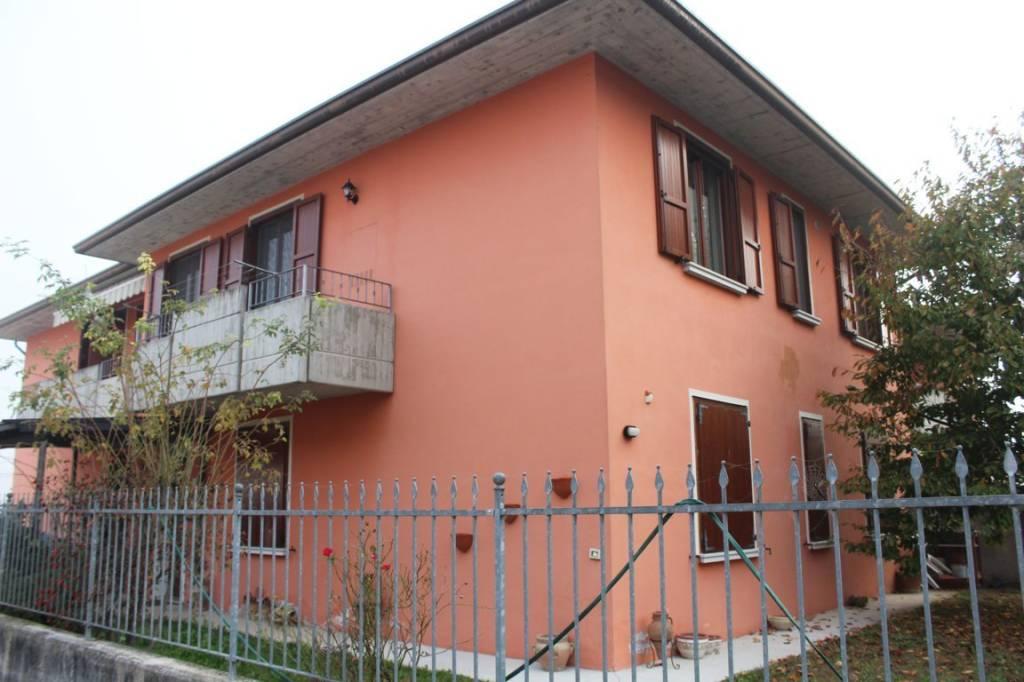 Appartamento in ottime condizioni in vendita Rif. 8329758