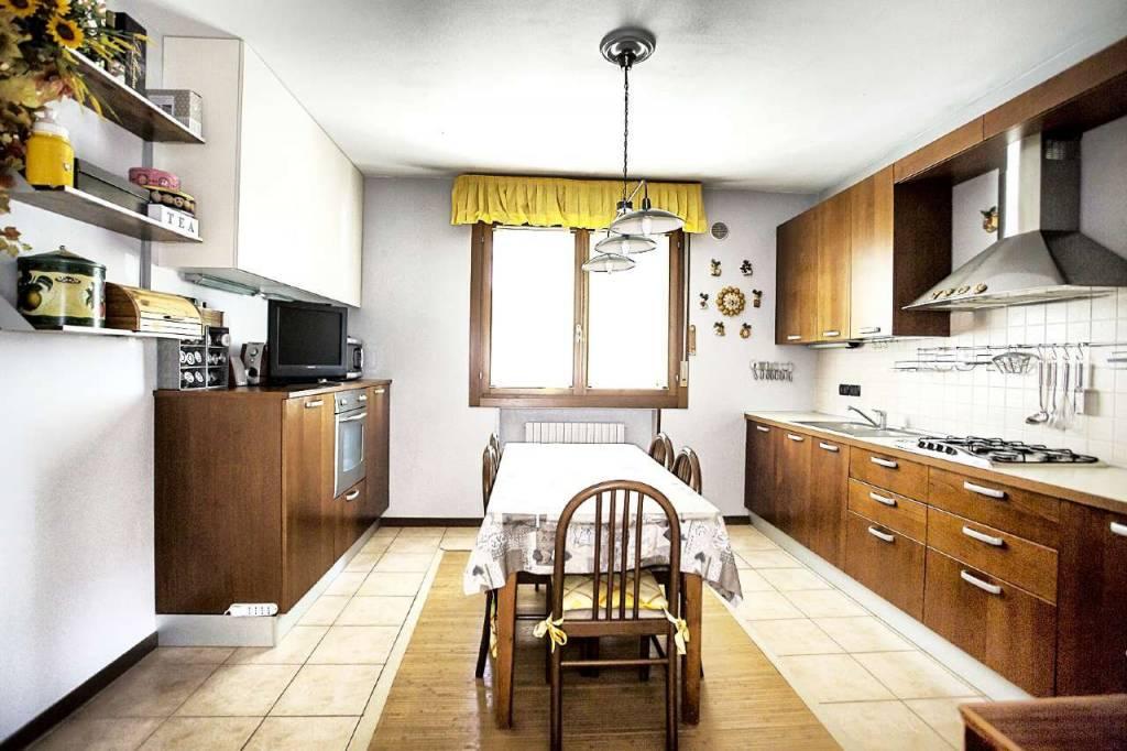 Appartamento in ottime condizioni in vendita Rif. 9392177