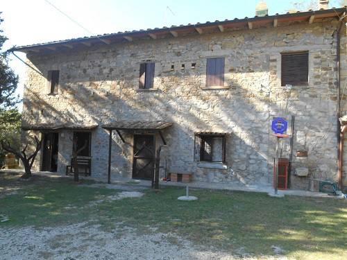 Baschi..Casale in pietra con terreno