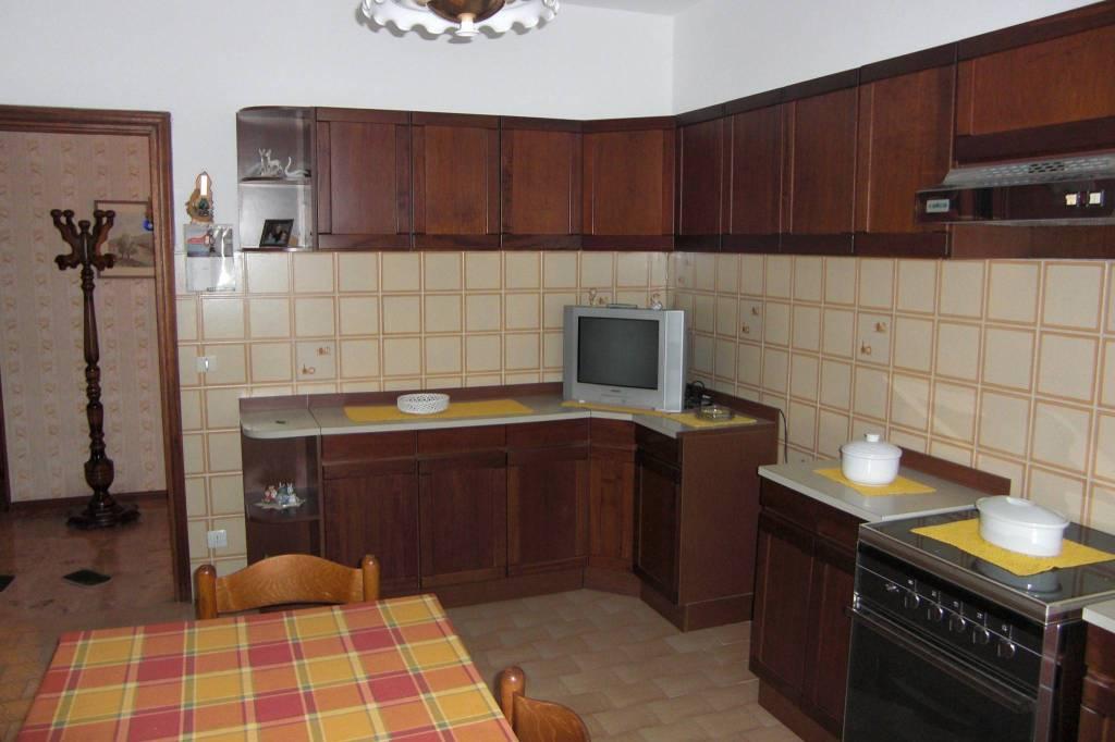 Appartamento in buone condizioni parzialmente arredato in vendita Rif. 8323521