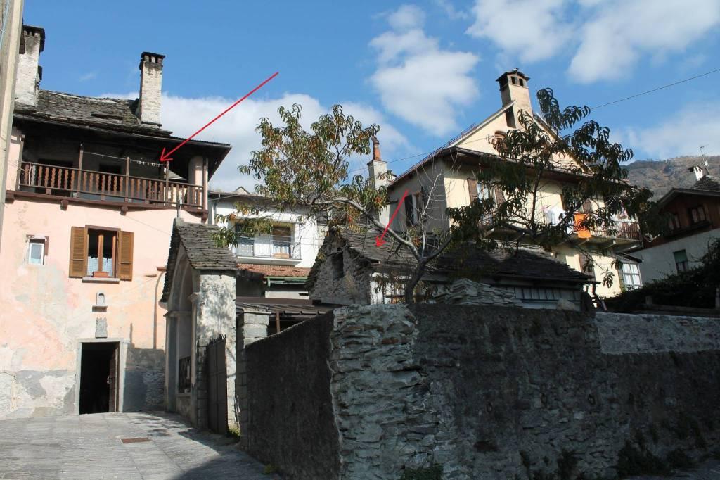Oira, antica casa di paese con dependance