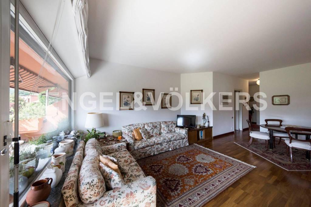 Appartamento in ottime condizioni parzialmente arredato in vendita Rif. 8324668