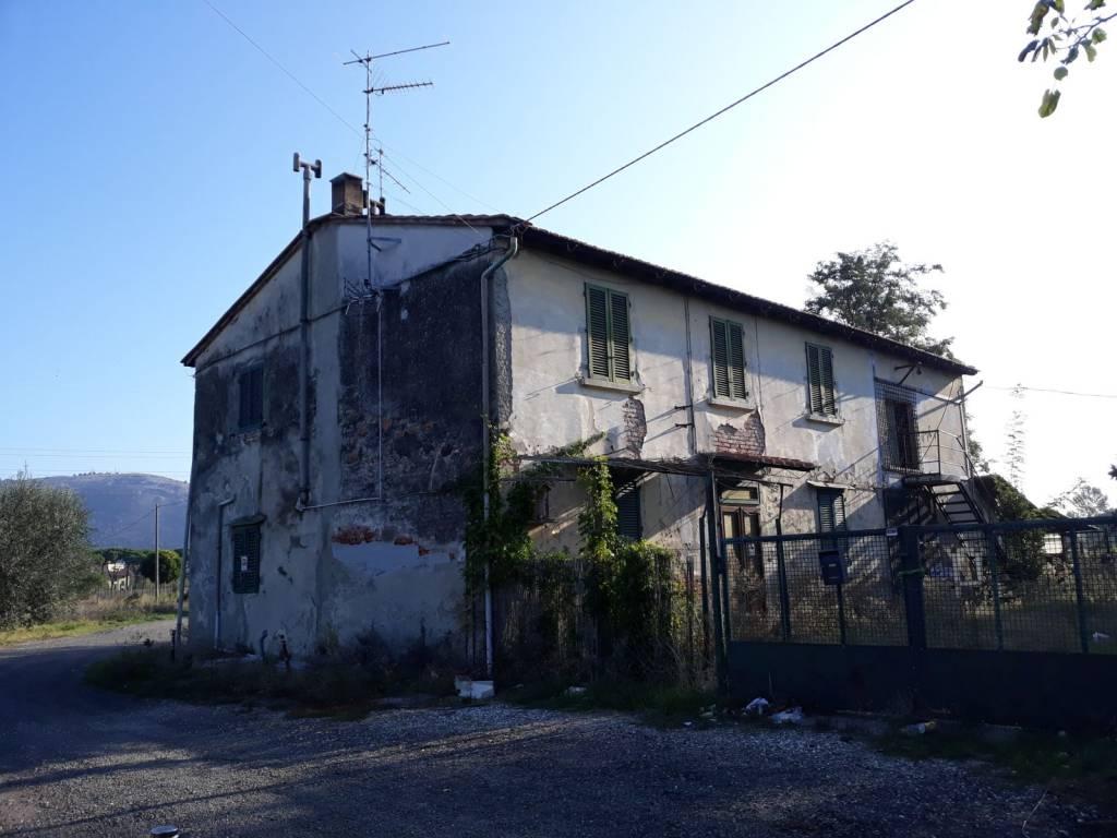 Rustico / Casale da ristrutturare in vendita Rif. 8185789