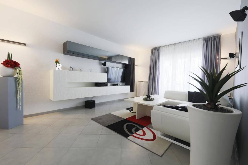 Appartamento in ottime condizioni arredato in vendita Rif. 8324374