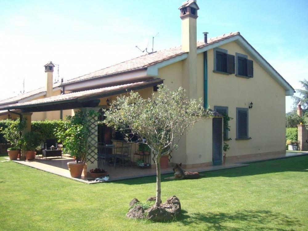 Villa in vendita a Trevignano Romano, 4 locali, prezzo € 275.000 | CambioCasa.it