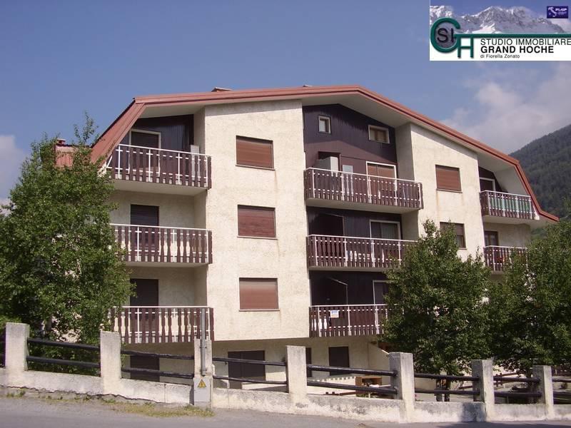 Appartamento in buone condizioni parzialmente arredato in affitto Rif. 8323761