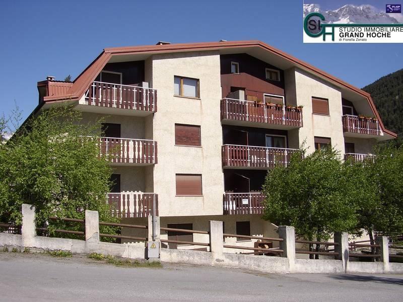 Appartamento in buone condizioni arredato in affitto Rif. 8323762