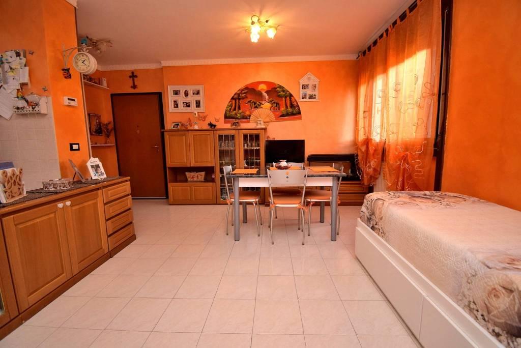 Appartamento in buone condizioni arredato in vendita Rif. 8914699