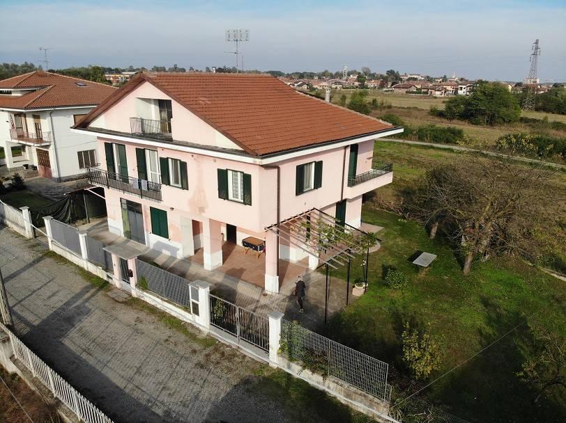Villa in buone condizioni in vendita Rif. 8327407