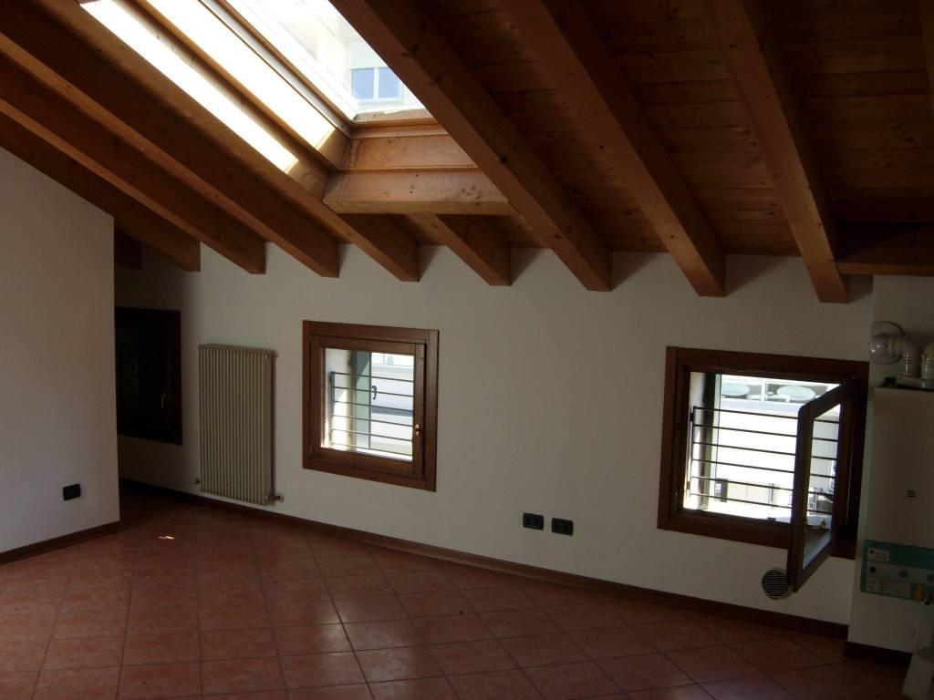 Appartamento in buone condizioni in vendita Rif. 8342996