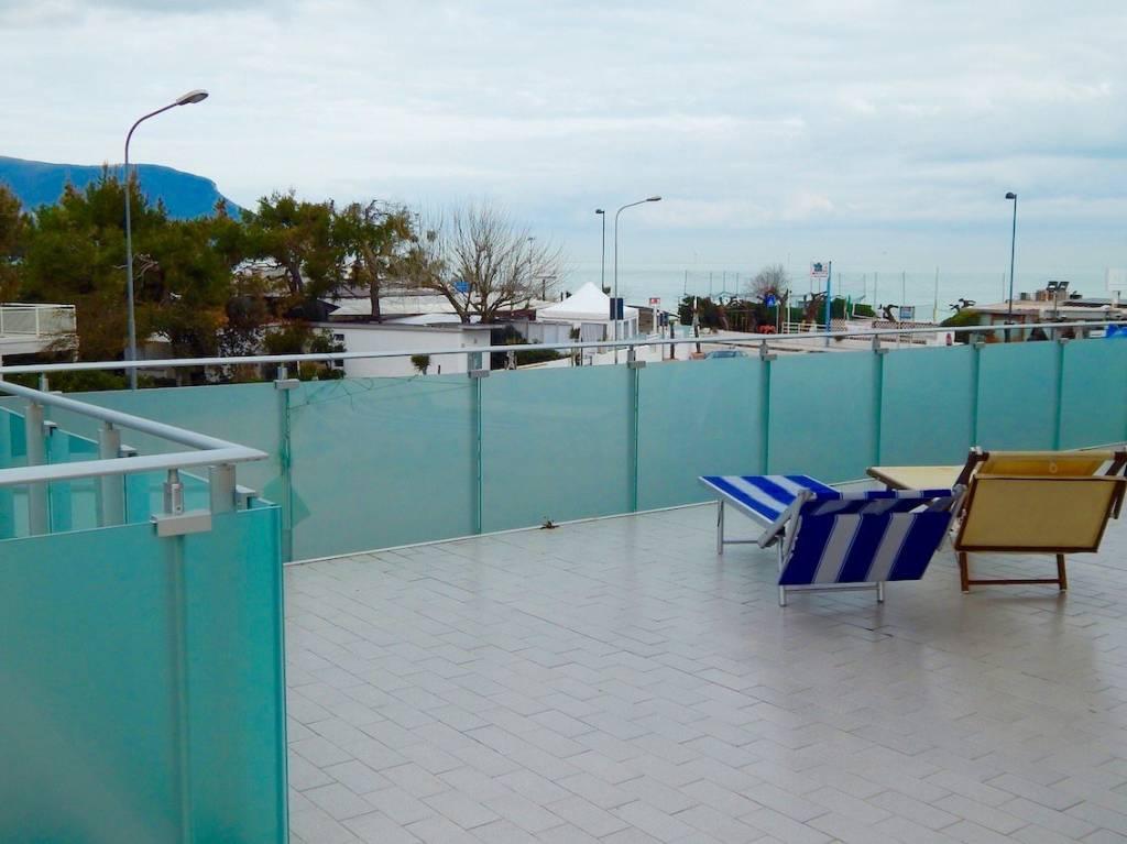 Marcelli, bilocale fronte mare con ampio terrazzo – RIF VM