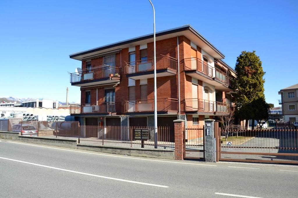Appartamento in buone condizioni in vendita Rif. 8327368