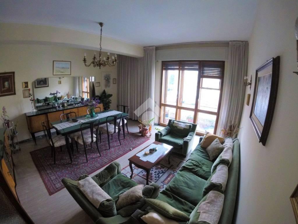 Appartamento in buone condizioni in vendita Rif. 9181346