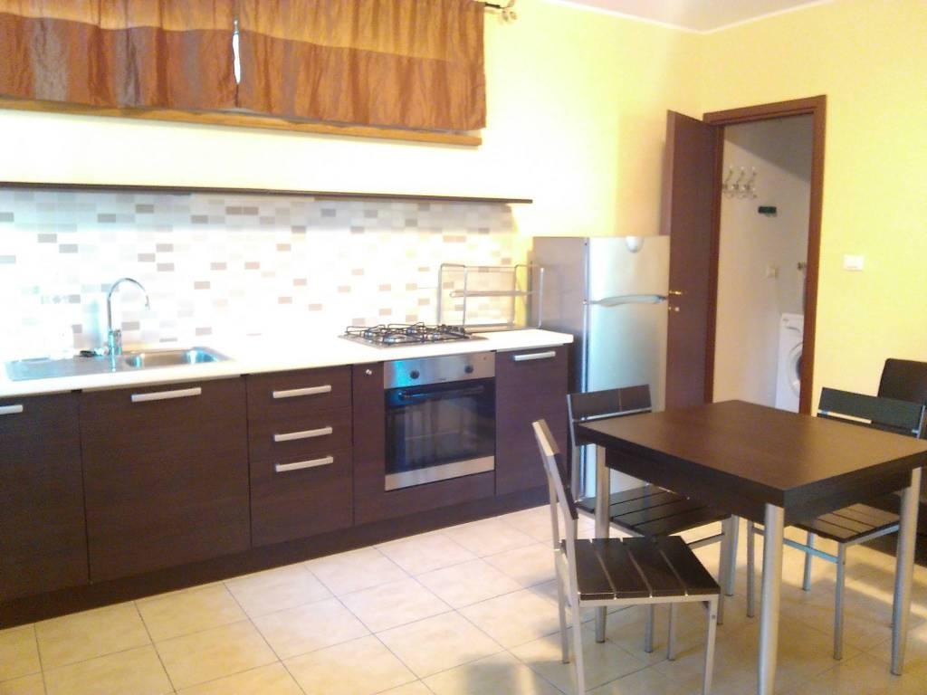 Appartamento in ottime condizioni arredato in affitto Rif. 8329005