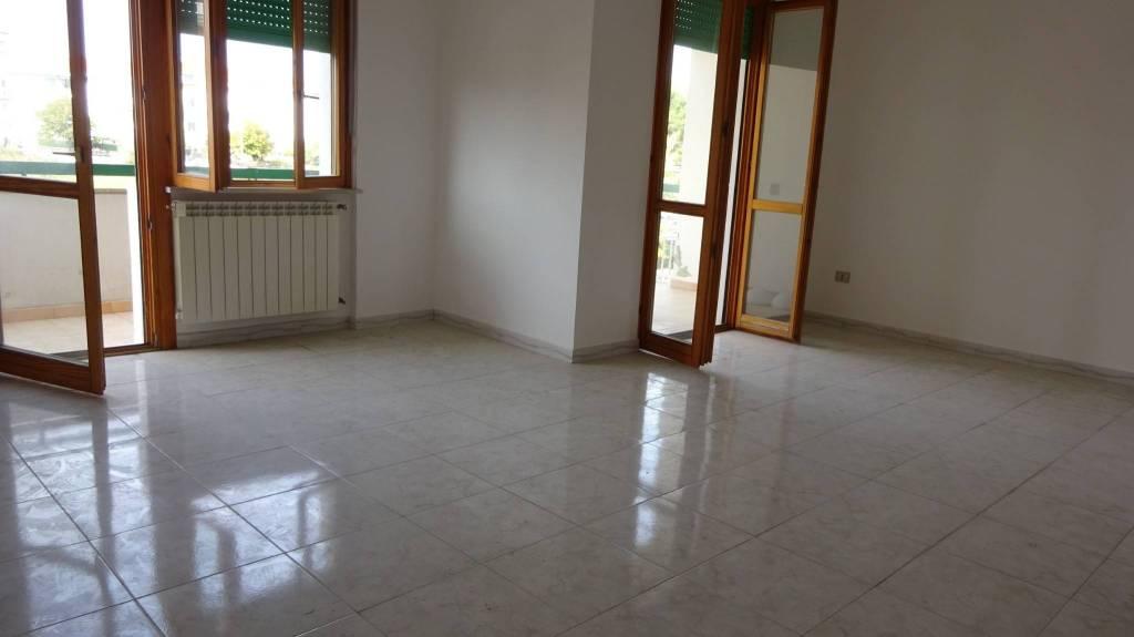 Appartamento in buone condizioni in vendita Rif. 8329842
