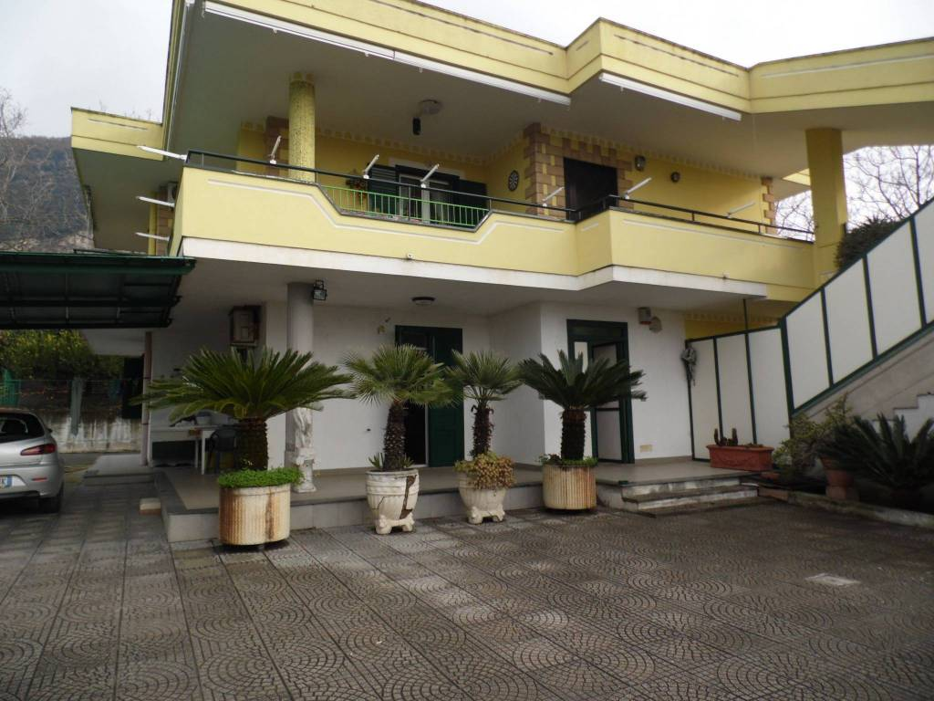 Appartamento in buone condizioni in vendita Rif. 8326304
