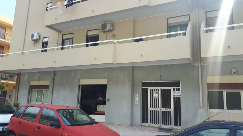 Appartamento in buone condizioni arredato in vendita Rif. 8325383