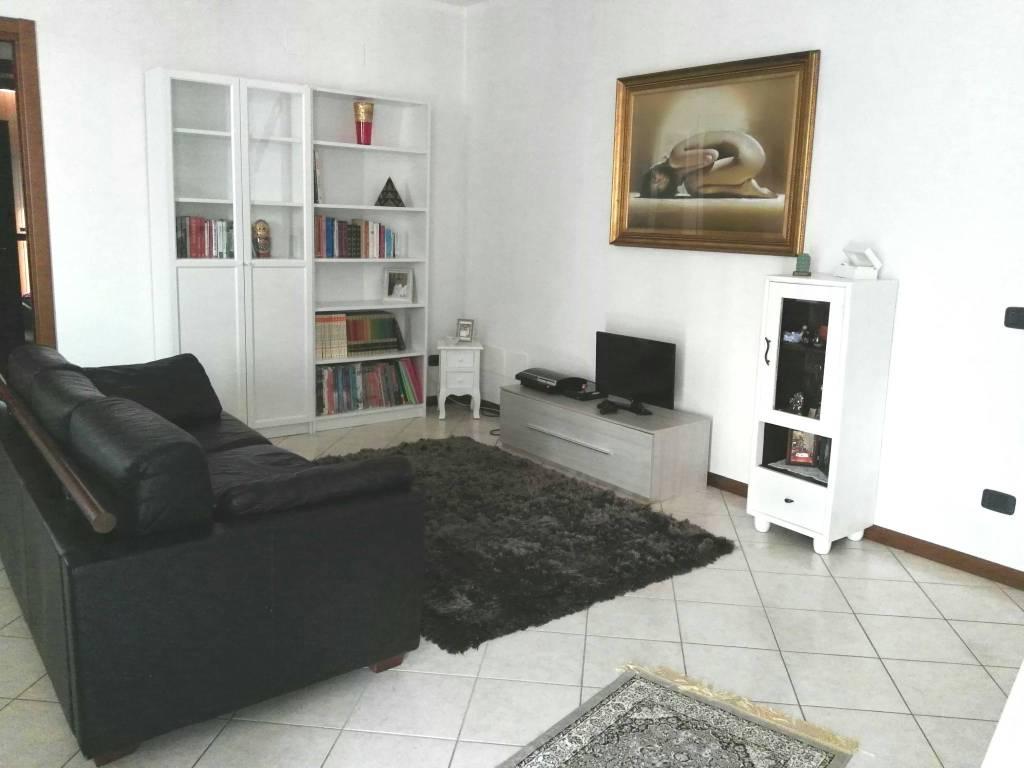 Appartamento in vendita a Pescarolo ed Uniti, 4 locali, prezzo € 110.000 | PortaleAgenzieImmobiliari.it