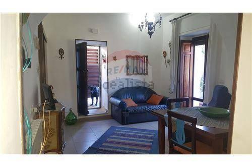 Appartamento in ottime condizioni arredato in vendita Rif. 8325593