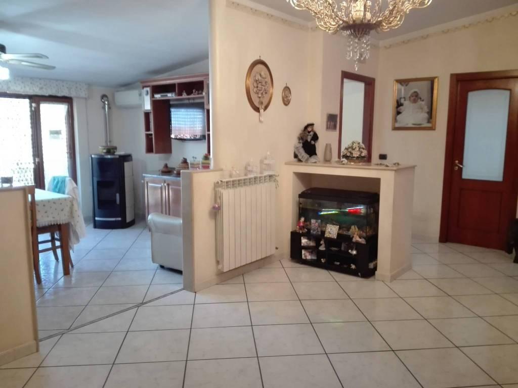 Appartamento in ottime condizioni in vendita Rif. 8327444