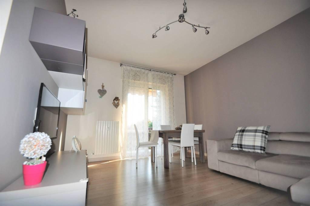 Appartamento in ottime condizioni arredato in vendita Rif. 8328065