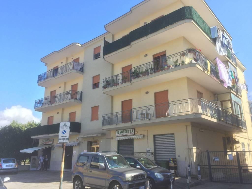 Appartamento in buone condizioni in affitto Rif. 8325201