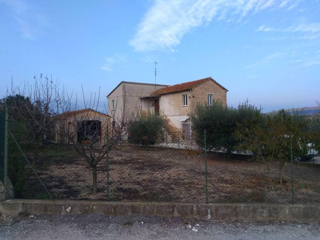 Rustico / Casale da ristrutturare in vendita Rif. 8329642