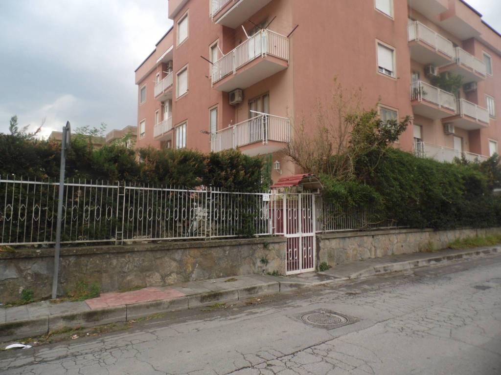 Appartamento in buone condizioni in vendita Rif. 8326305