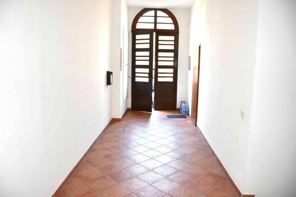 Appartamento in buone condizioni parzialmente arredato in vendita Rif. 8914416