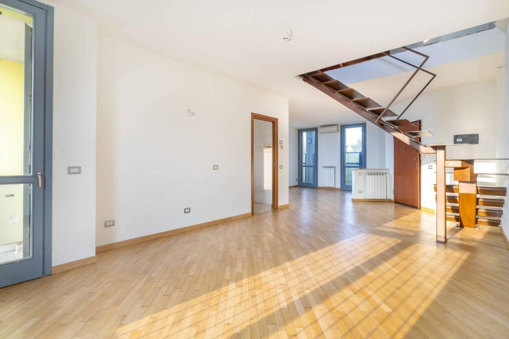 Appartamento in ottime condizioni in vendita Rif. 8336512