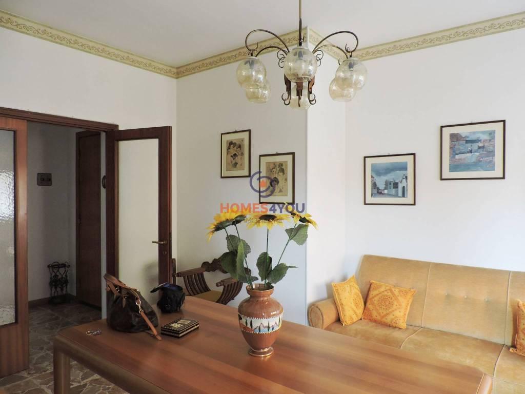 Appartamento in buone condizioni in vendita Rif. 8341025