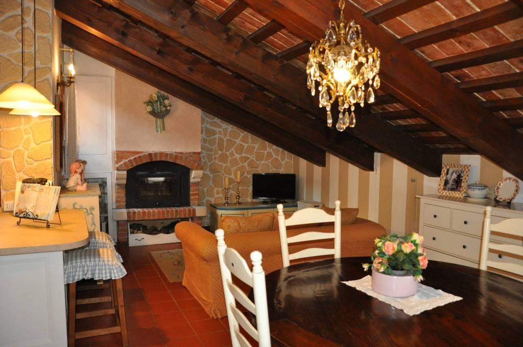 Appartamento in buone condizioni in vendita Rif. 8639667