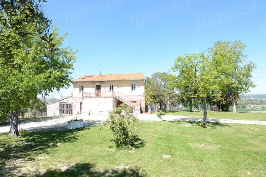Rustico / Casale da ristrutturare in vendita Rif. 8342502