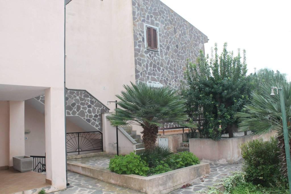 Appartamento in ottime condizioni arredato in vendita Rif. 8337383
