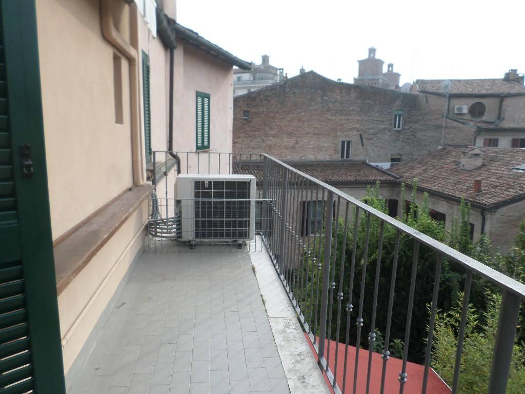 Attico / Mansarda in ottime condizioni arredato in affitto Rif. 8338400