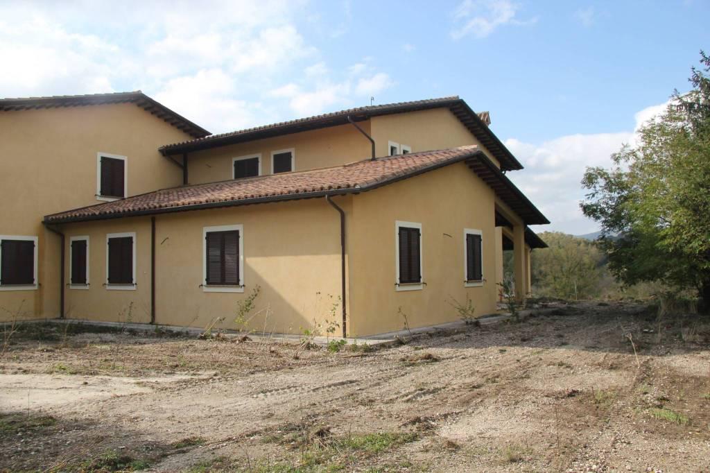 Villa in vendita a Nocera Umbra, 9999 locali, prezzo € 365.000 | CambioCasa.it
