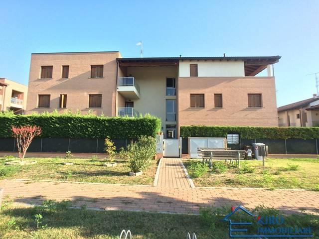 Baricella: Appartamento con due camere e garage doppio