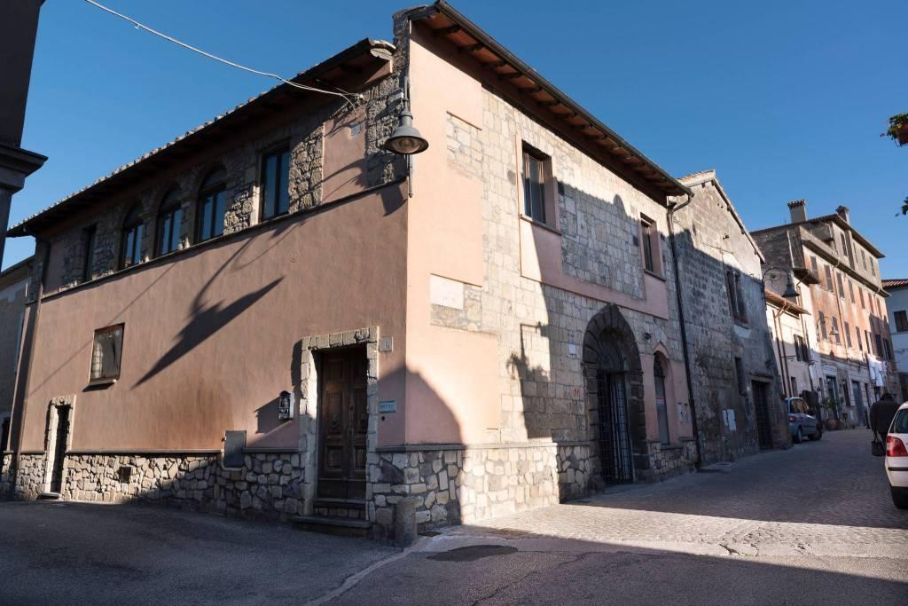2 Locali Commerciali Caratteristici Centro Storico Rif. 8342780