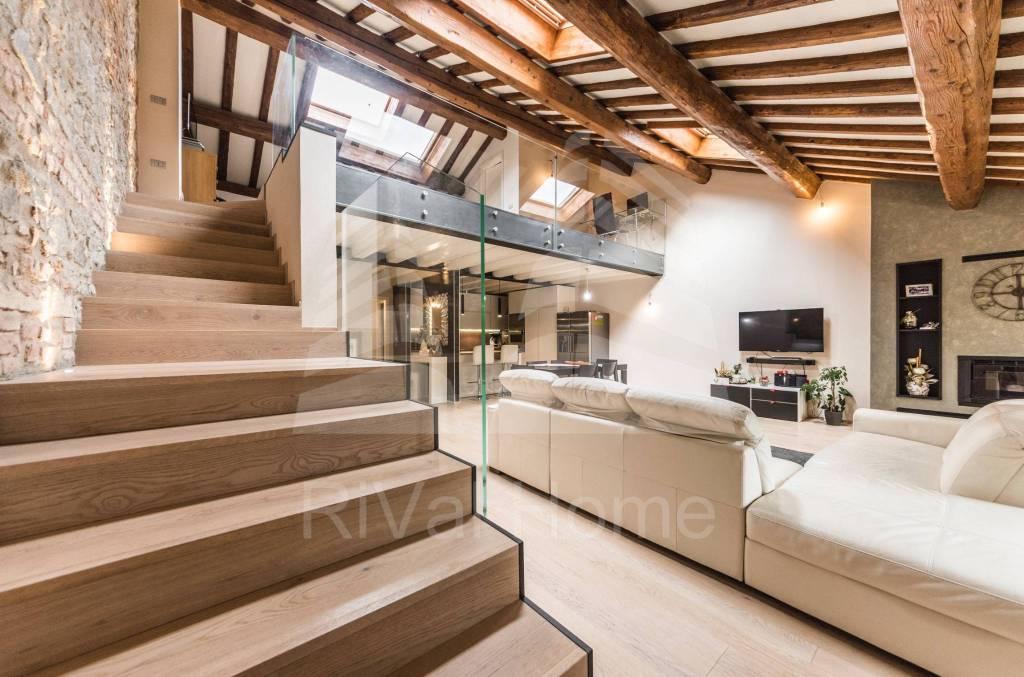 Appartamento in ottime condizioni parzialmente arredato in vendita Rif. 8620180