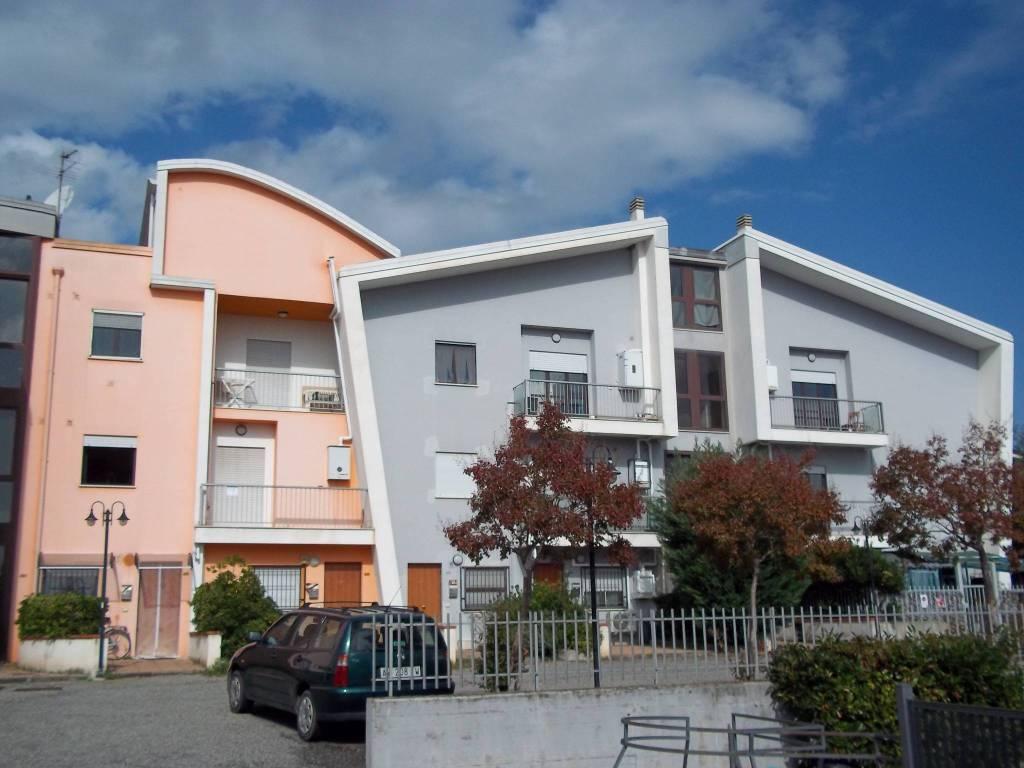 Appartamento in buone condizioni arredato in affitto Rif. 8338843