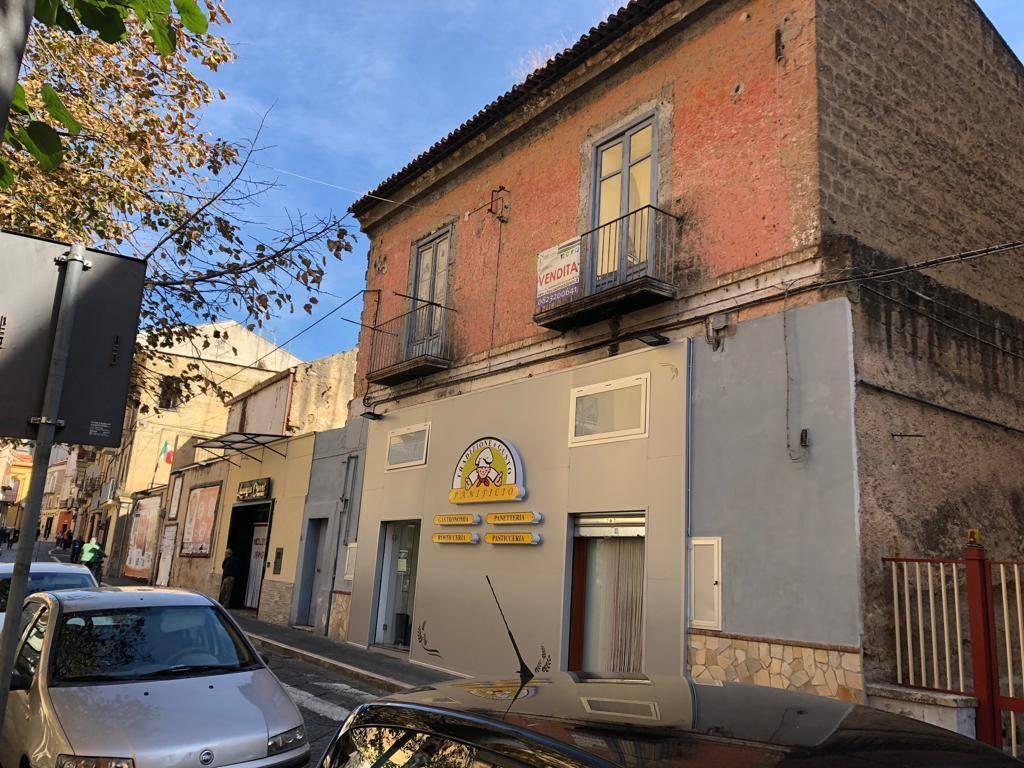 Appartamento da ristrutturare in vendita Rif. 8339030