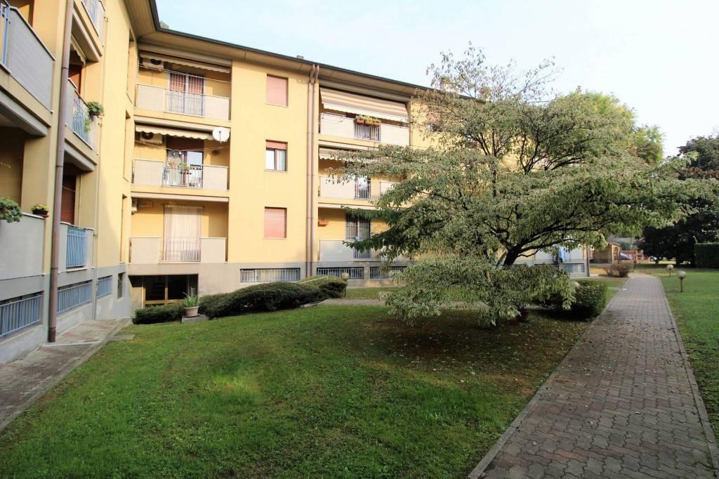 Appartamento in buone condizioni in vendita Rif. 8340207
