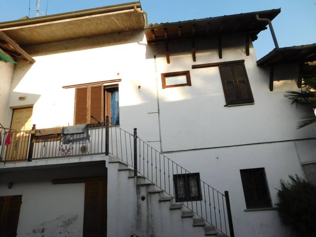 Appartamento in buone condizioni in vendita Rif. 8337917