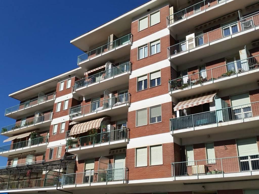 Appartamento in buone condizioni in vendita Rif. 7611654