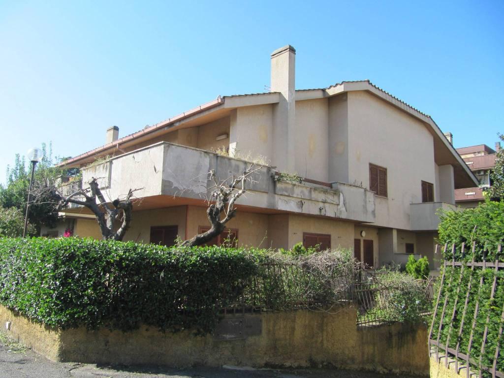 Villa in vendita a Roma, 5 locali, zona Zona: 36 . Finocchio, Torre Gaia, Tor Vergata, Borghesiana, prezzo € 430.000   CambioCasa.it